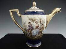 Royal Vienna tea pot double portrait bindenschild beehive mark Austria porcelain