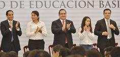 """Javier Duarte dijo que en Veracruz se continuará apoyando la Reforma Educativa, para formar ciudadanos participativos, responsables y competitivos, pues con más docentes y mejor preparados """"lograremos un desarrollo que signifique más oportunidades."""