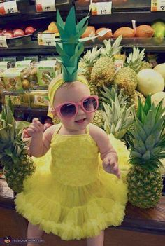 pretty halloween costumes Amanda: Harper Mae the Pineapple Cutie! We made the crown headband with a paper towel roll, a yellow headband, amp; We purchased an adorable yellow tu-tu dress, pink. 2017 Halloween Costumes, Childrens Halloween Costumes, Halloween Costume Contest, Toddler Costumes, First Halloween, Halloween Kids, Costume Ideas, Baby Girl Costumes, Halloween Costumes For Babies