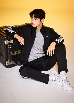 Human Poses Reference, Pose Reference Photo, Cha Eunwoo Astro, Lee Dong Min, Best Photo Poses, Fashion Model Poses, Sitting Poses, Outfits Hombre, Cool Poses