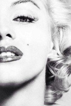 Marilyn Monroe sexy photography black and white female celebs lips makeup famous actress glamour