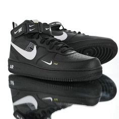 Nike Women's Wmns Zoom Structure+ 17 Running Shoes – Sneakers City Air Force 1, New Air Force One, Air Force One Shoes, Nike Air Force Ones, Buy Nike Shoes Online, Buy Boots Online, Winter Running Shoes, Running Shoes For Men, Jordan Basketball Shoes