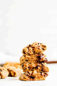 These healthy whole wheat chocolate chip cookies have a slightly crispy edge with an ooey gooey doughy center. They're ridiculously easy to make, taste like a traditional chocolate chip cookie, and are full of wholesome, nutritious ingredients! Some of the links in this post are affiliate links. If you make a purchase through the link … Cookie Dough Cupcakes, Gooey Cookies, Healthy Chocolate Chip Cookies, Chocolate Chip Cookie Dough, Healthy Cookies, Healthy Dessert Recipes, Frozen Chocolate, Toffee Bits, Peanut Butter Chips