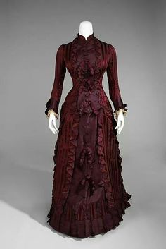 Wedding ensemble via Costume Institute Medium: silk Brooklyn Museum Costume Collection at The Metropolitan Museum of Art, Gift of the Brooklyn Museum, Gift of Genevieve Doherty in memory of Mrs. 1870s Fashion, Edwardian Fashion, Vintage Fashion, Vintage Gowns, Mode Vintage, Vintage Outfits, Dress Vintage, Vintage Hats, Antique Clothing