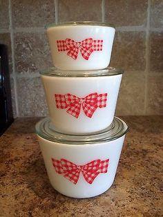 Vintage Set of 3 McKee Red Bow Milk Glass Stacking Canister Set Vintage Bowls, Vintage Kitchenware, Vintage Dishes, Vintage Glassware, Vintage Pyrex, Red And White Kitchen, Red Kitchen, Glass Kitchen, Glass Fridge