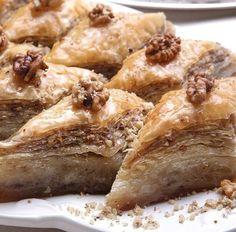 Cevizli baklava Greek Desserts, Greek Recipes, Just Desserts, Delicious Desserts, Dessert Recipes, Xmas Recipes, I Love Food, Good Food, Yummy Food