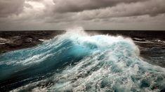В море...