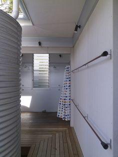 Seal Rocks House 4 / Bourne Blue Architecture #shower #cistern