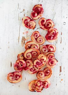 Raspberry Palmiers - 18 Easy And Inexpensive Desserts You Can Make With Puff Pastry Easy Puff Pastry Recipe, Puff Pastry Desserts, Frozen Puff Pastry, Easy Desserts, Delicious Desserts, Little Lunch, Cookies Et Biscuits, Sweet Recipes, Foodies