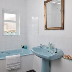 Bathroom | retro blue suite | PHOTO GALLERY | Style at Home | Housetohome