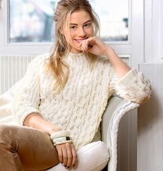Белый свитер с «сотами»