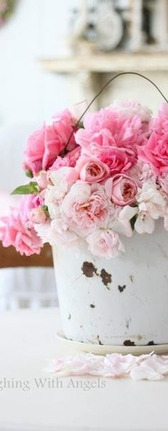 Romantic pink flowers. Image via Baenk.