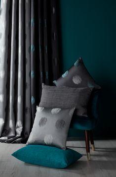 #castorama #inspiration #decoration #ideedeco #tendancedeco #coussin #rideau #textile #bleu #GoodHome Stores, Decoration, Curtains, Blanket, Home Decor, Inspiration, Gray, Cushions, Living Room