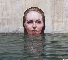 Sean Yoro een geweldige kunstenaar die portretten maakt van badende vrouwen - Plazilla.com