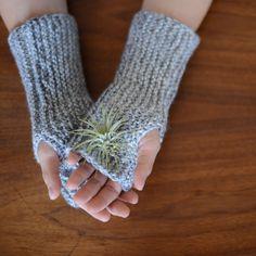 Garter Stitch Fingerless Gloves Kit #TangledLoops #handmade