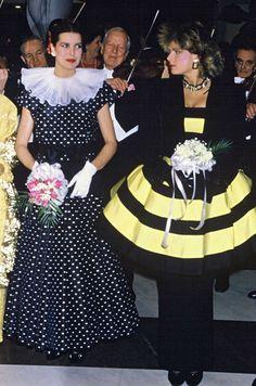 La princesse Caroline de Monaco aux bals de la Rose en 1987 avec la princesse Stephanie