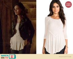 Hayley's white seamed tee on The Originals. Outfit Details: http://wornontv.net/37864/ #TheOriginals