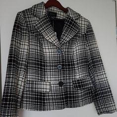 """8 curtidas, 1 comentários - Moda [re]vista brechó (@modarevistabrecho) no Instagram: """"Este casaco em lã, preto e branco é um charme😍 para o inverno☃, tem um que de retrô além de ser…"""""""