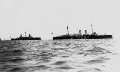 El colon y el Vizcaya,acorazados Españoles derrotados en la batalla naval de Santiago de Cuba como parte de la guerra Hispano-americana.