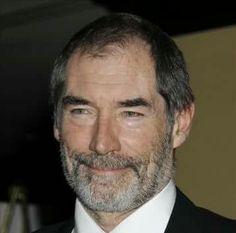 Timothy Dalton.. doublure voix française Edgar Givry. https://fr.m.wikipedia.org/wiki/Edgar_Givry