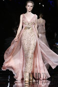 Zuhair Murad Automne-hiver - Couture - www. Zuhair Murad, Beautiful Gowns, Beautiful Outfits, Runway Fashion Looks, Net Fashion, Wedding Robe, High Fashion Dresses, Designer Gowns, Couture Dresses