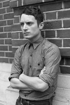 Actor: Elijah Wood   Photogrpher: Ira Chernova ... great shirt/fit