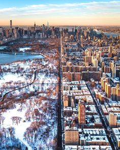 Manhattan Helicopter Views by @craigsbeds - The Best Photos and Videos of New York City including the Statue of Liberty, Brooklyn Bridge, Central Park, Empire State Building, Chrysler Building and other popular New York places and attractions.