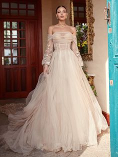 Galia Lahav Fall 2018 Florence by Night Couture Bridal Collection Out Magnolia by, a corseted ballerina in soft silk tulle, a draped corset and a sheer voluminous skirt. Fall Wedding Dresses, Fall Dresses, Pretty Dresses, Bridal Dresses, Beautiful Dresses, Wedding Gowns, Dresses Dresses, Mod Wedding, Summer Wedding