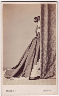 Unidentified studio photography of the 19th century