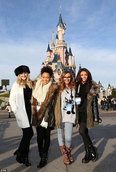 Mix's Perrie Edwards wears a faux-fur pillbox hat to Disneyland little mix Jade thirlwall jesy Nelson Perrie Edwards Leigh Ann Pinnocklittle mix Jade thirlwall jesy Nelson Perrie Edwards Leigh Ann Pinnock Jesy Nelson, Little Mix Girls, Little Mix Style, Little Mix Leigh Ann, Jade Little Mix, Little Mix Jesy, Musica Little Mix, Divas, Little Mix Perrie Edwards
