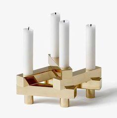 Edler, goldener Design Kerzenstaender als modulares System von andtradition
