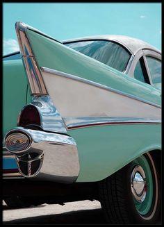 Mint blue car Julisteet ryhmässä Julisteet  / Valokuvat @ Desenio AB (2444)