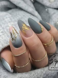 Here are some gorgeous gray nail art design ideas between black and gray nails, pink and grey nails, and gray ombre nails! Here are some gorgeous gray nail art design ideas between black and gray nails, pink and grey nails, and gray ombre nails! Nail Art Gris, Grey Nail Art, Ombre Nail Art, Purple Nails, Bling Nails, Nails With Gold, Black Ombre Nails, Cute Acrylic Nails, Matte Nails