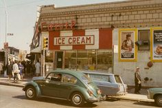 retro 30 Fascinating Color Photographs That Capture Street Scenes of Queens, New York . 30 Fascinating Color Photographs That Capture Street Scenes of Queens, New York in the ~ vintage everyday 1960s Aesthetic, Aesthetic Vintage, Aesthetic Photo, Aesthetic Pictures, Aesthetic Themes, Vintage Vibes, Retro Vintage, Photo Lovers, The Last Summer