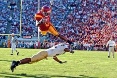 Usc Athletics, Outdoor Gear Review, Sports Fights, Ncaa College Football, Usc Trojans, World Of Sports, Nfl, Sports Teams, Champs