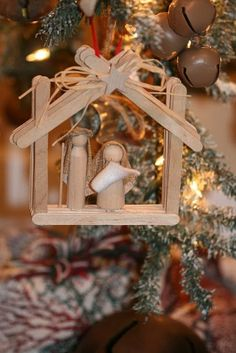 ❤ These would be cute for a Christmas project with the kids.  Looks like popsicle sticks and clothespin Joseph, Mary, and Baby Jesus.: