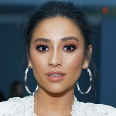 Shay Mitchell on Owning Your Look, '80s Makeup and Her Workout Obsession via @ByrdieBeautyUK
