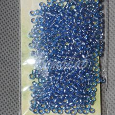 6 grammi di rocailles 10-0 da 2,2 mm di colore blu medio nucleo argento. Price €0,95