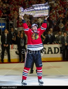 Blackhawk #19 Jonathan Toews hoists the Stanley Cup Trophy after the National Hockey League Stanley Cup Final game between the Chicago Blackhawks and the Tampa Bay Lightning at the United Center in Chicago, IL, USA. 15th June, 2015. © Cal Sport Media / Alamy