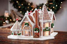 Gingerbread House Designs, Christmas Gingerbread House, Gingerbread Houses, Christmas Houses, Christmas Cakes, Diy Christmas, Christmas Ornaments, Gift Wrap Storage, Led Tea Lights