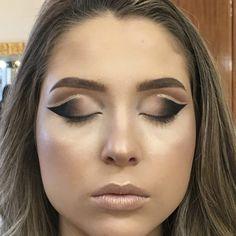 Eyeliner For Beginners - Eyeliner Tips Best Eyeliner, How To Apply Eyeliner, No Eyeliner Makeup, Eye Makeup Tips, Metallic Eyeliner, Green Eyeliner, Makeup Tools, Maybelline, Eyeliner For Beginners