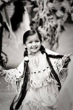 I love this photo of this precious little Native American girl. Full of life! May this Native American child always be this blissfully happy! Native American Children, Native American Beauty, Native American Photos, Native American History, American Indians, American Girl, Native American Photography, Native Child, Native Indian