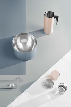 To celebrate its 50th anniversary, the Cylinda-line series by Arne Jacobsen for Stelton is being released in new colors that are inspired by the ocean.