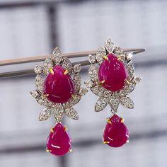 Dazzling Diamonds and elegant Opaque Rubi earrings. White gold 14 K Beauty. SLVH ❤❤❤