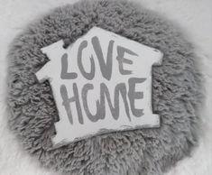 Domeček+na+stěnu+Domeček+vhodný+na+zavěšení.+Rozměry+Výška+:+12+cm+Šířka+:+11+cm+Nápis+:+HOME,+LOVE
