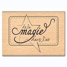 Tampon+bois+-+De+la+magie+dans+l'air+-+4,3+x+5,6+cm Scrapbooking Pas Cher, Junk Journal, Bullet Journal, Calligraphy Letters, Baby Scrapbook, Tampons, Tile Art, Positive Attitude, Etiquette