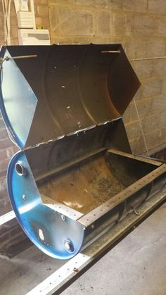 Used an old L shaped bit of metal to create the shelve for the table and the… Barrel Projects, Welding Projects, Outdoor Projects, Woodworking Projects, Diy Projects, Oil Drum Bbq, Diy Wood Stove, Barrel Bbq, Open Fire Cooking