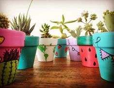 Painted Plant Pots, Flower Pot People, Fun Diy Crafts, Clay Pots, Sustainable Design, Interior Design Living Room, Diy Art, Flower Pots, Design Trends