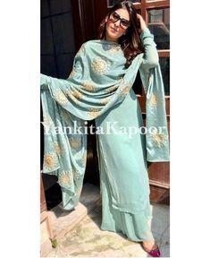 New embroidery ideas indian suits 35 Ideas Kurta Designs Women, Salwar Designs, Kurti Designs Party Wear, Dress Indian Style, Indian Dresses, Indian Outfits, Indian Wear, Embroidery Suits, Embroidery Ideas