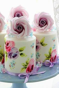 Wedding Food 18 Exquisite Mini Wedding Cakes For Your Wedding ❤ See more… - More and more couples choose small wedding cake for their reception. Here wonderful collection of mini wedding cakes which will surprise your guests. Gorgeous Cakes, Pretty Cakes, Cute Cakes, Amazing Cakes, Beautiful Desserts, Fancy Cakes, Mini Cakes, Cupcake Cakes, Cake Roses